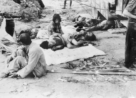 Hiroshima_Street_Scene_with_injured_Civilians